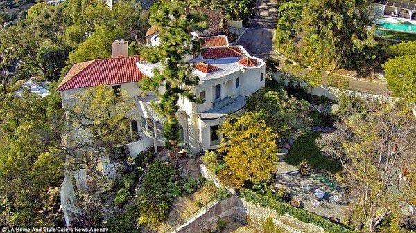 anh 11960968 a5f6 Thăm quan ngôi biệt thự chục triệu đô của bố già Marlon Brando