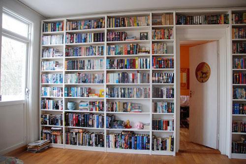 thư viện sách trong nhà