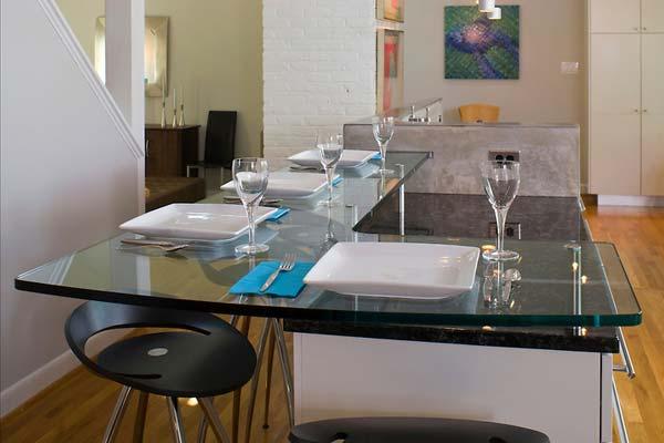 Mẫu bàn bếp bằng kính