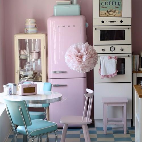 tngay4201506021726052129 fe1e Chị em nội trợ sẽ ngất ngây với những gian bếp màu hồng
