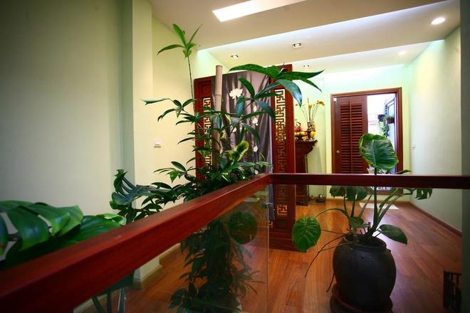 53 184f Ngôi nhà dạng ống diện tích 26m2 được cải tạo thành nơi ở kết hợp nơi làm việc