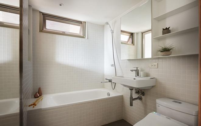 Nữ chủ nhà cần một phòng tắm thoải mái nên đề nghị lắp thêm bồn