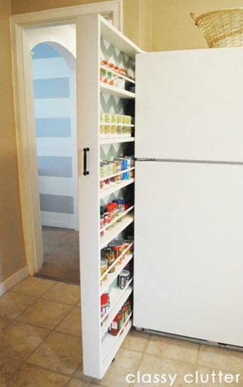 Tận dụng khe hở giữ bức tường và tủ lạnh để làm ngăn tủ lưu trữ