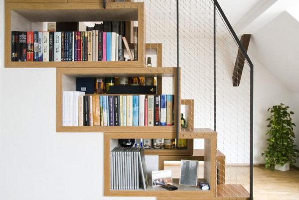 tận dụng gầm cầu thang làm giá sách