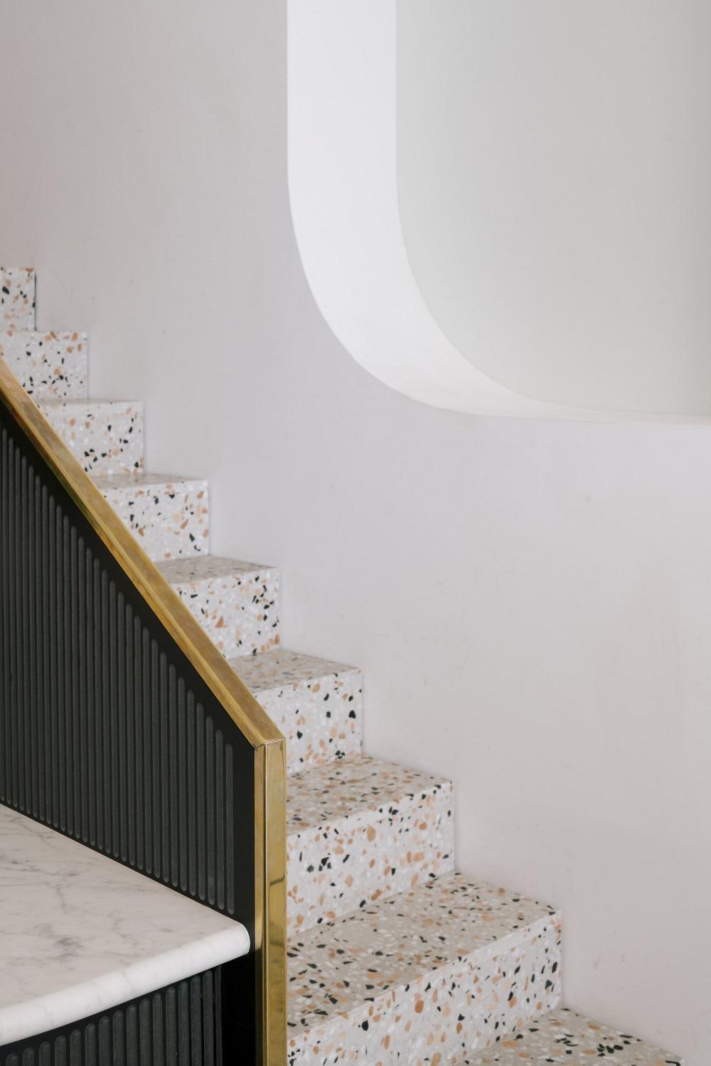 Vật liệu đá mài granito được ứng dụng dễ dàng nhất trong thiết kế cầu thang.