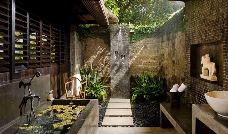 Phòng tắm ngoài trời rất tiện lợi cho các thành viên