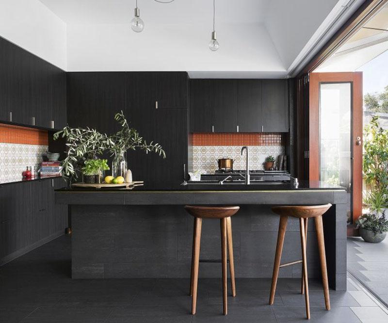 thiết kế phòng bếp màu đen quyến rũ