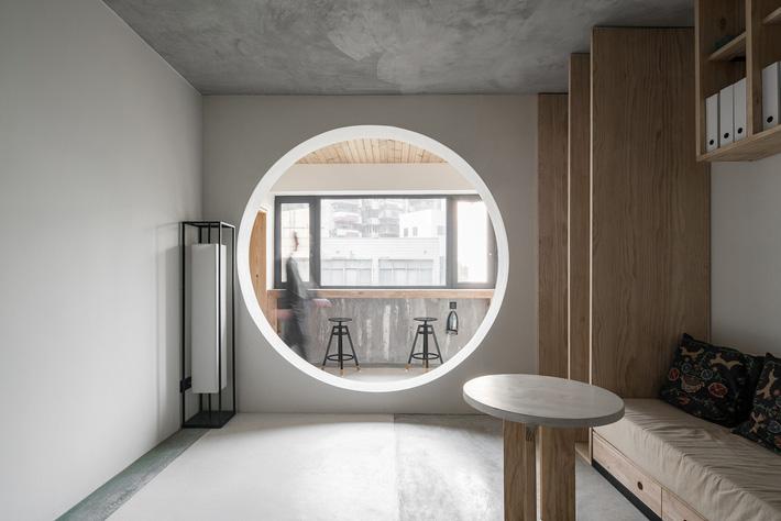 khung cửa tròn trong căn hộ 71m2