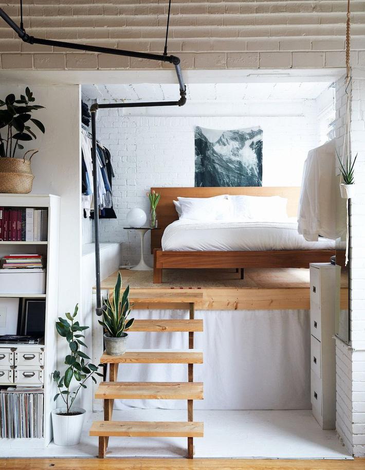 cầu thang gỗ trong căn hộ