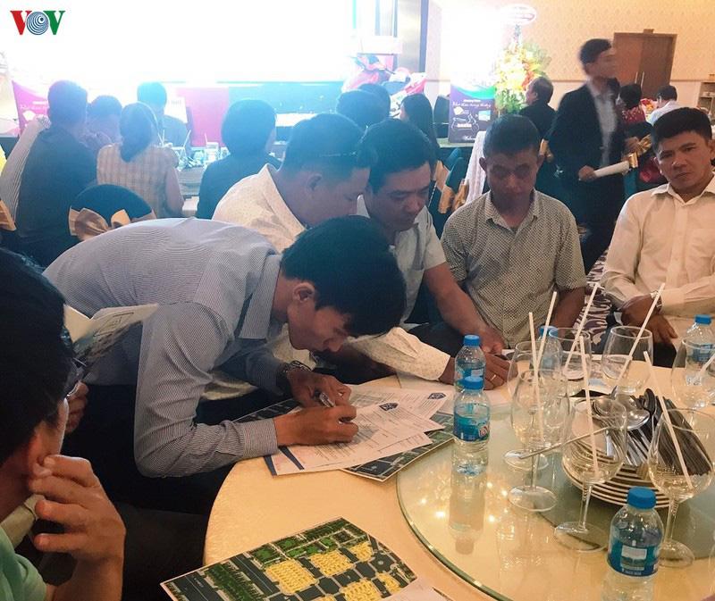 Lễ mở bán một dự án bất động sản trên địa bàn huyện Củ Chi từ khi công trình chưa  hoàn thiện hạ tầng.