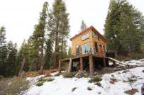 Ngôi nhà gỗ 18m2 yên bình giữa rừng