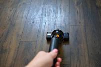 Mách bạn cách làm sạch sàn gỗ không tổn hại đến chất lượng sàn
