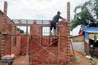 Xây nhà trên đất ở tại xã có được vay vốn hỗ trợ?