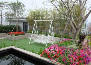 Khu vườn trên mái đẹp như công viên nhỏ ở Hà Nội