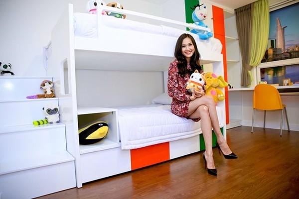 Hoa hậu Dương Mỹ Linh hạnh phúc với nhà mới.