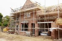 Muôn vàn rắc rối khi dồn tiền xây nhà to ở chung với bố mẹ