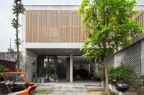 Nhà 2 tầng vùng ngoại ô của gia chủ yêu thích bê tông