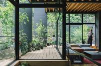 Ngôi nhà Nhật yên bình được bao quanh bởi cây xanh