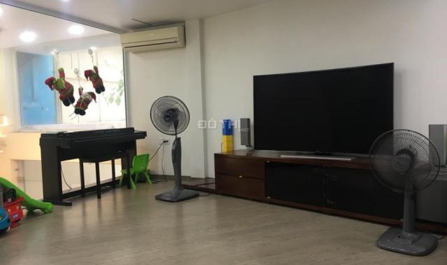 Chính chủ cho thuê nhà phố Vũ Thạnh, gần Giảng Võ, 65m2 x 5T, nhà 2 mặt thoáng, 35tr/th, 0903215466