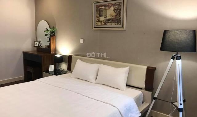 Cho thuê chung cư Lancaster Hà Nội, 126m2, 3 PN, đủ đồ cực đẹp, nội thất tone đen trắng, view hồ