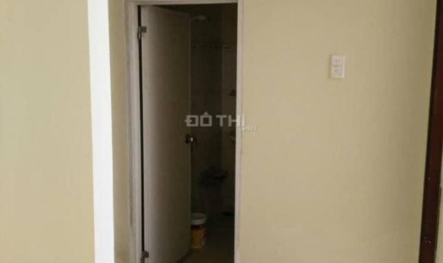 Cần bán gấp căn hộ Bông Sao, Q. 8, 68m2, tầng cao, 2 phòng ngủ, 1 bếp, 1WC, 1 khách, có lan can