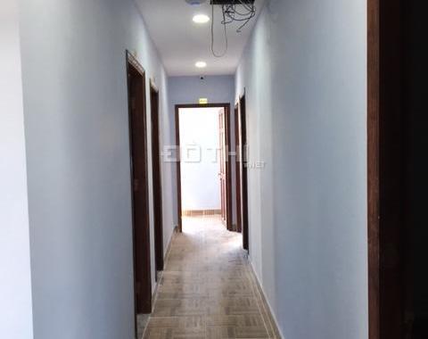 Phòng trong chung cư mini có thang máy, máy lạnh, ban công riêng, giờ tự do