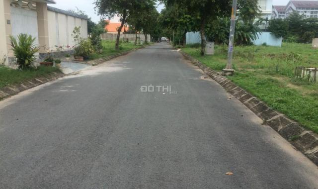 Bán gấp lô đất 7x20m khu dân cư Nam Long, Phước Long B, Quận 9, nằm trên trục đường D2