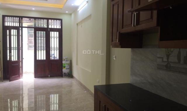 Cho thuê tầng 2 nhà mặt phố Vạn Phúc, 35m2, giá 6.5 tr/ th, LH Phú Trần: 098.9585039 - 090.3460739