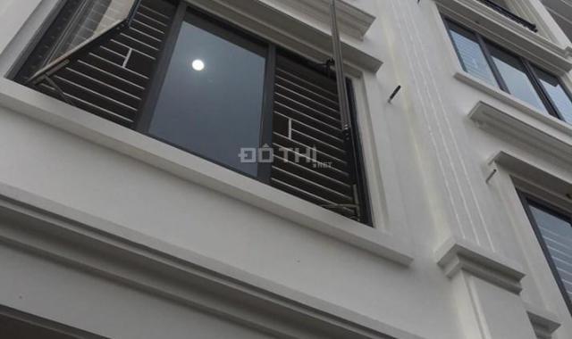 Chính chủ bán nhà, tổ 11 Thạch Bàn 30m2x4T, ngõ 2,4m, ô tô đỗ cửa, giá 2,13 tỷ(cạnh chợ Đồng Dinh)