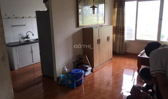 Cho thuê căn hộ tập thể giá rẻ 2 PN, 75m2 có điều hòa nóng lạnh 5 tr/tháng. LH: 0902065699