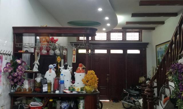 Bán nhà chính chủ PLCB quận ủy Quận Đống Đa, ngõ 82, Chùa Láng, ô tô vào nhà DT 54m2, 6T, 13,5 tỷ