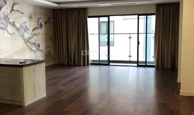Cho thuê gấp căn hộ chung cư Diamond Flower, 171m2, 3 phòng ngủ sáng. Đồ cơ bản, 18.5 tr/tháng