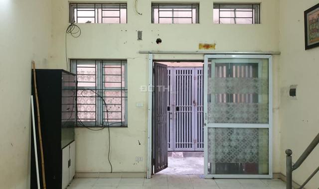 Bán nhà C4, DT 30m2, ngõ 87 Yên Xá đang cho thuê, ngõ trước nhà rộng, giá chỉ 1,5 tỷ. LH 0339268300