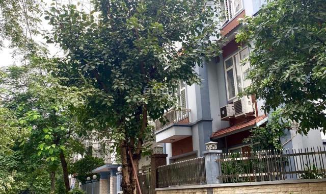 Bán biệt thự 3 tầng KĐT Vĩnh Hoàng, 3 MT đường 38m, tiện KD, giá tốt