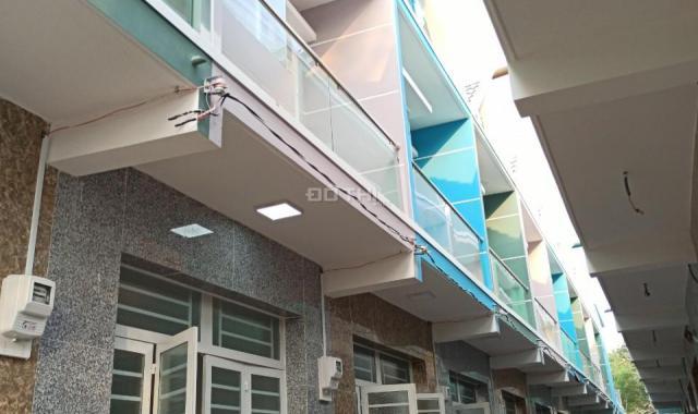Bán nhà phố Bình Chánh, 2 tầng, 3.5x10m, ngay chợ Hưng Long, giá chỉ 600tr