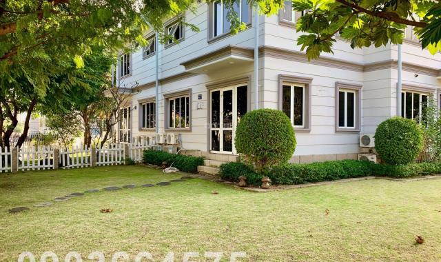 Cho thuê biệt thự đơn lập Thủ Đức Garden Homes, mặt tiền đường, sân vườn rất rộng