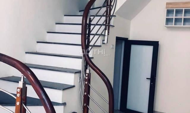 Bán nhà PL Bát Khối, Long Biên, 37m2, MT 4m, 5T mới xây - 2 thoáng, ô tô vào nhà. Giá chỉ 2.3 tỷ