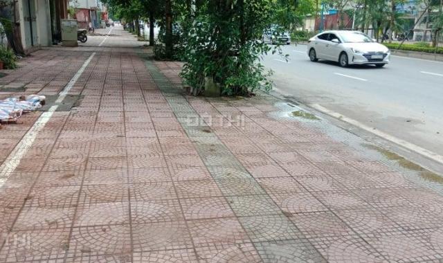 Đất mặt phố Cổ Linh, đường 42m, gần Aeon, 2 mặt đường, 71m2, nở hậu 7.3m