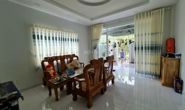 Bán nhà lầu Bình Nhâm, Thuận An, đường ô tô giá 2 tỷ 500tr