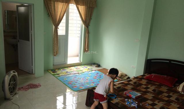 Cho thuê nhà 3 tầng DTSD 175m2 mặt ngõ 255 Lĩnh Nam, Hoàng Mai, ngõ ô tô đỗ cửa