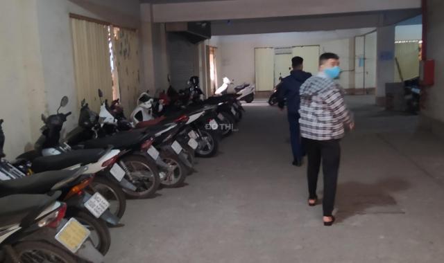 Cho thuê 300m2 kho, xưởng ở Phố Bồ Đề, Long Biên, đường đến kho là 2 ô tô tránh, bên cạnh là hồ