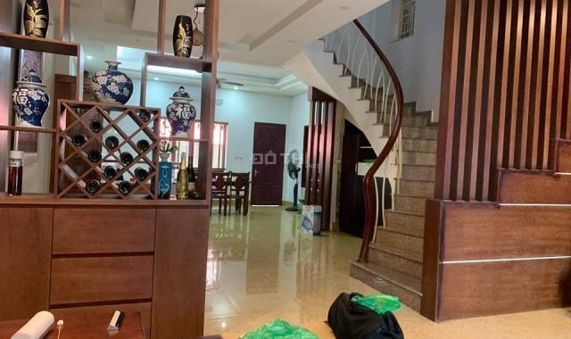 Chính chủ bán nhà mặt phố Ngọc Thụy, Long Biên 125 m2, mặt tiền 6 m, 4 tầng