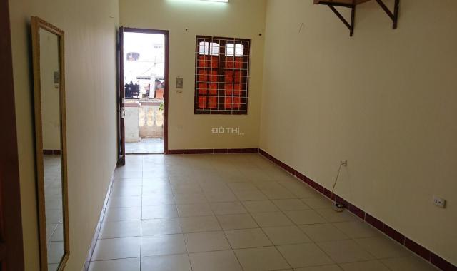 Cho thuê căn hộ gia đình 2 phòng khu vực Trần Cung giao cắt Hoàng Quốc Việt