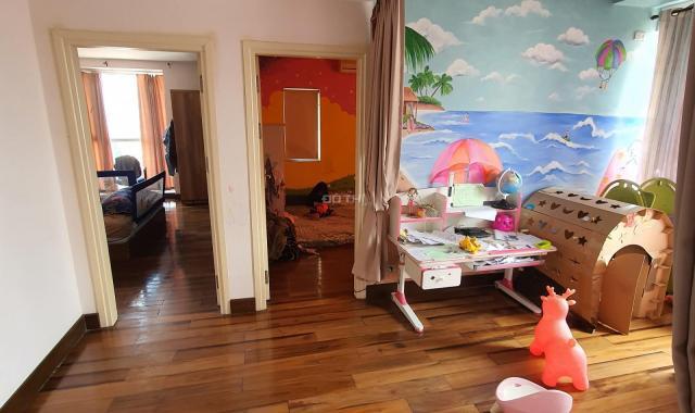 Bán gấp căn hộ chung cư 172 Ngọc Khánh 144,2m2 nội thất đủ căn góc
