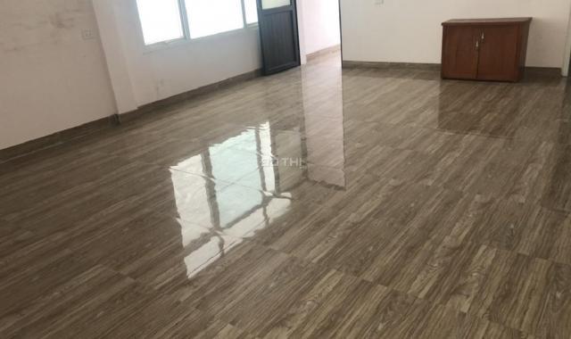 Cần cho thuê phòng gấp 50m2 khép kín ở Đê La Thành ở hoặc làm văn phòng