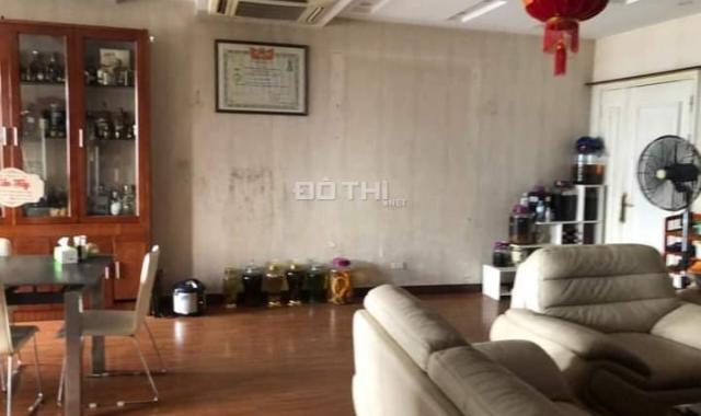 Chính chủ bán gấp căn hộ lô góc 3 PN CC 165 Thái Hà DT 123m2, giá nhỉnh 4 tỷ Đống Đa