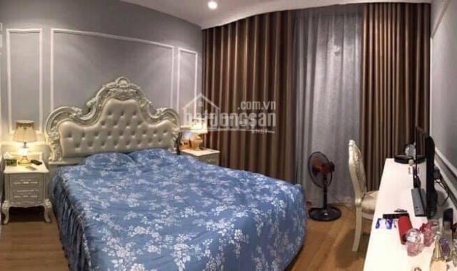 Chính chủ bán gấp căn hộ 2 phòng ngủ, full đồ tại chung cư D2 Giảng Võ, Ba Đình, 75m2, giá 3.4 tỷ