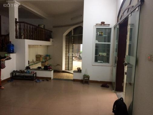 Cho thuê 70-80m2 làm kho hàng ở mặt đường khu đô thị Định Công - HN
