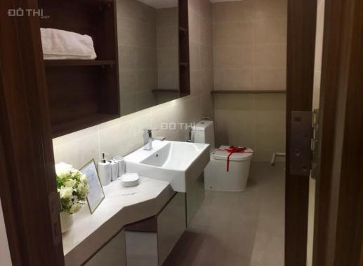 Cần bán lại căn hộ cao cấp dự án La Cosmo, Tân Bình, tầng cao, 62m2, 2 PN