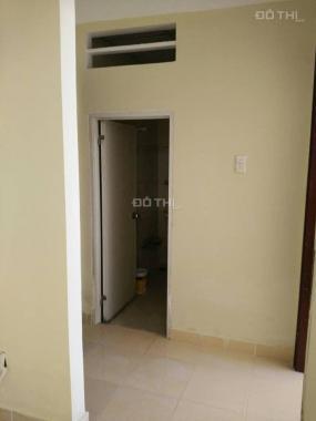 Cần bán gấp căn hộ 68m2, tầng cao, 2 phòng ngủ, 1 bếp, 1WC, 1 khách, có lan can thoáng mát